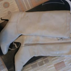 Light leather boots