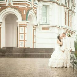 Bir düğün ya da kutlama için erkek takım elbise