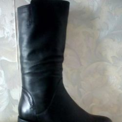 The boots are demi-season new.