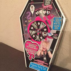 A set of accessories Monster High