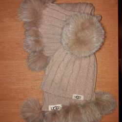 Set of cap and scarf UGG Australia