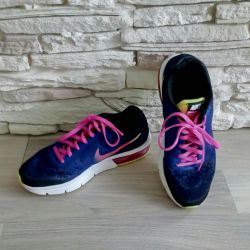 Sneakers in excellent condition, size 36.