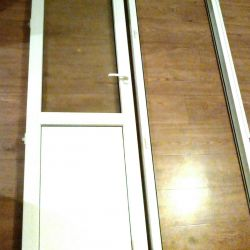 Μπαλκόνι με διπλά τζάμια πόρτας και παραθύρων.