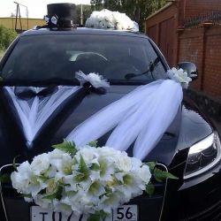 Decoration on a wedding car