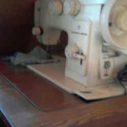 Sewing machine. In working condition.
