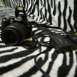 Nikon D3000 отличная зеркалочка