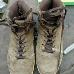 Pantofi pentru bărbați pentru suede