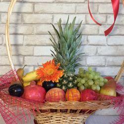Καλάθι με φρούτα