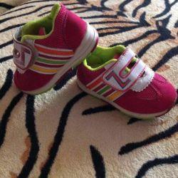 Spor ayakkabı 12,5 cm.