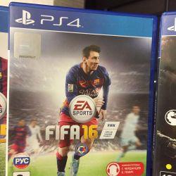 Disks FIFA 16 and FIFA 15 on PS4