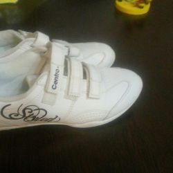 Sneakers for women size 38.