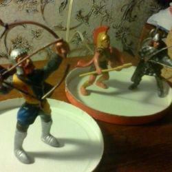 Фигурки  рыцарей и лучника