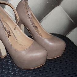Παπούτσια. Νέες.