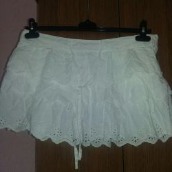 Excellent white skirt rn our 44-46