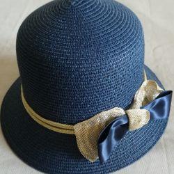 Kadın mavi şapka