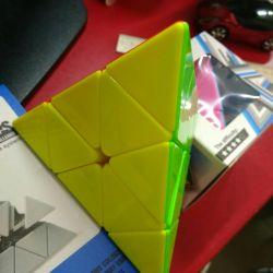 Rubik küpü piramit piramidi