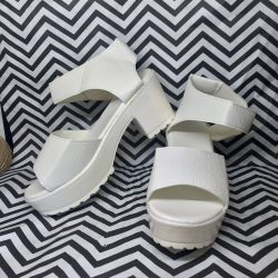 Sandals white on a thick heel 35 New!