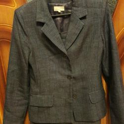 Two-piece suit size 42-44