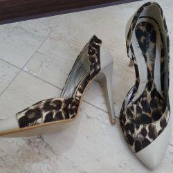 35r shoes.