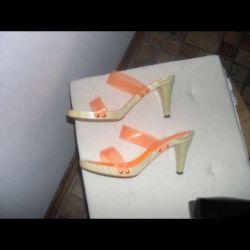 Sabot On a wooden sole orange39,5