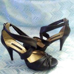 Sandalet ve ayakkabı. R 39.
