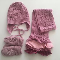Hat and scarf used in the AUTUMN-SPRING