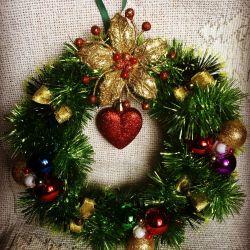 coroană de Crăciun realizată manual