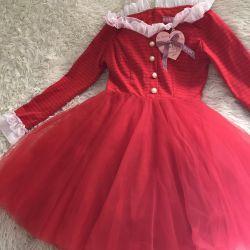 Rochie roșie pufoasă