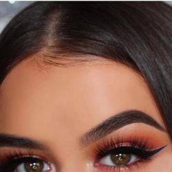 Coloring eyebrows and eyelashes with paint and henna