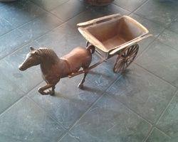 Бронзовый конь с вагоном