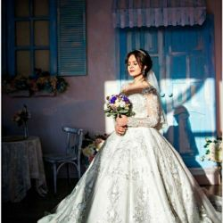 Wedding dress for the queen
