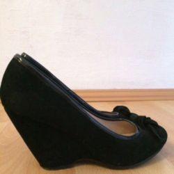 Продам новые туфли 37