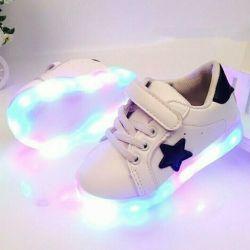 Arkadan aydınlatmalı spor ayakkabı