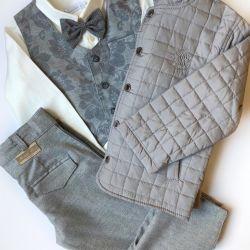 Νέα κοστούμι για ένα αγόρι