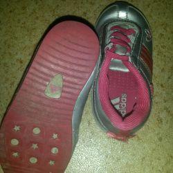 Kızlar için spor ayakkabı Adidas