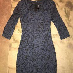 Платье с красивым вырезом декольте