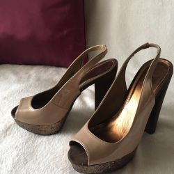 Shoes with a steady heel