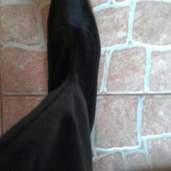 Boots are chulki. CARLO PAZOLINI.