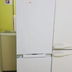 Ενσωματωμένο ψυγείο Hotpoint Ariston
