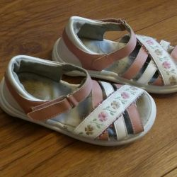 Sandals on the girl of 25-26 sizes