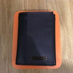 Adamın firması Nautica'nın cüzdanını satacağım.