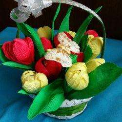 Весенний сладкий букет из 15 тюльпанов