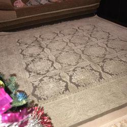 Wool carpet 2x2