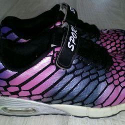 Spor ayakkabısı s.35