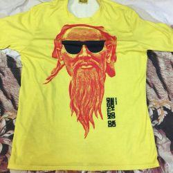 T-shirt bright, new