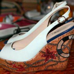Pantofi albi cu un deget deschis pe platforma Centro