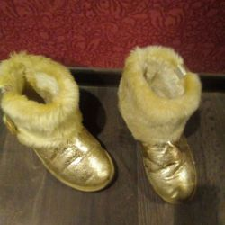 Used ugg moon rovers winter