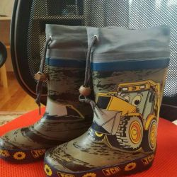 Children's rubber boots, warmed