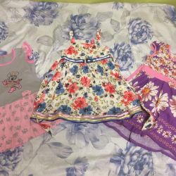 Dresses on the girl of 6-7 years
