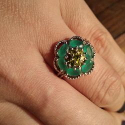 Ring with emerald and peridot